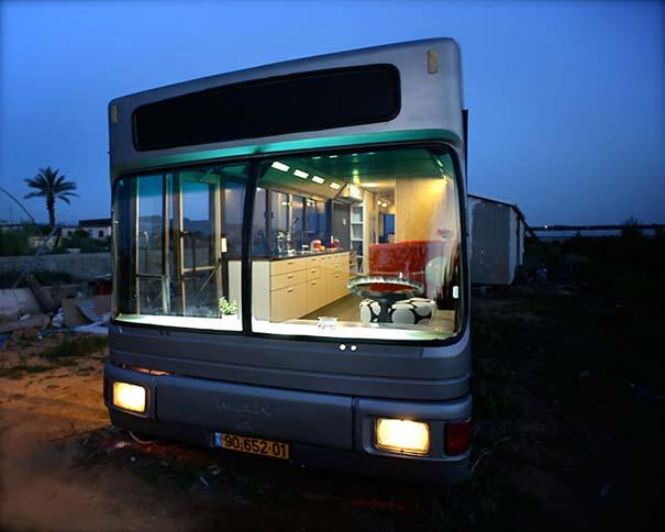 Παλιό λεωφορείο μετατράπηκε σε πολυτελές σπίτι (1)