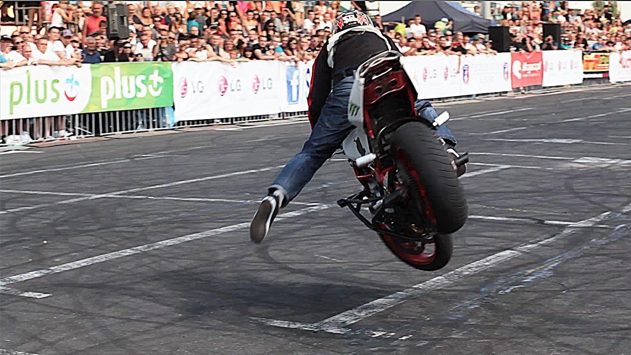 Απίστευτα κόλπα με μοτοσυκλέτα(ΒΙΝΤΕΟ)