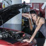 Συνεργείο αυτοκινήτων μόνο για γυναίκες: Λάδια, μπουζί, φίλτρο, μασάζ και μανικιούρ (ΒΙΝΤΕΟ)