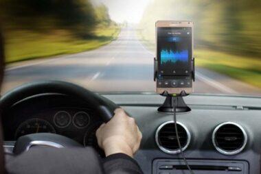 Ακριβή η φόρτιση κινητού στο αυτοκίνητο!