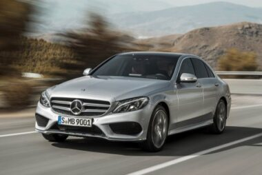H Mercedes-Benz Νο 1 εταιρία στην premium κατηγορία και το 2015