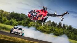 Ένα ελικόπτερο ντριφτάρει με ένα Toyota GT 86 [video]
