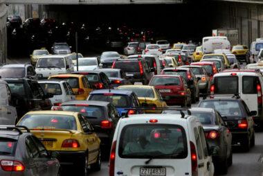 Τσιπάκι ελέγχου σε όλα τα αυτοκίνητα θέλει το Υπουργείο Οικονομικών