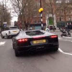 """Δείτε σε βίντεο πως ένας Λονδρέζος """"στουκάρει"""" μια LAMBORGHINI Aventador!"""